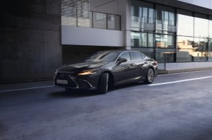 """Naujasis """"Lexus ES 300h"""" Lietuvos kelius pasieks ateinantį mėnesį"""