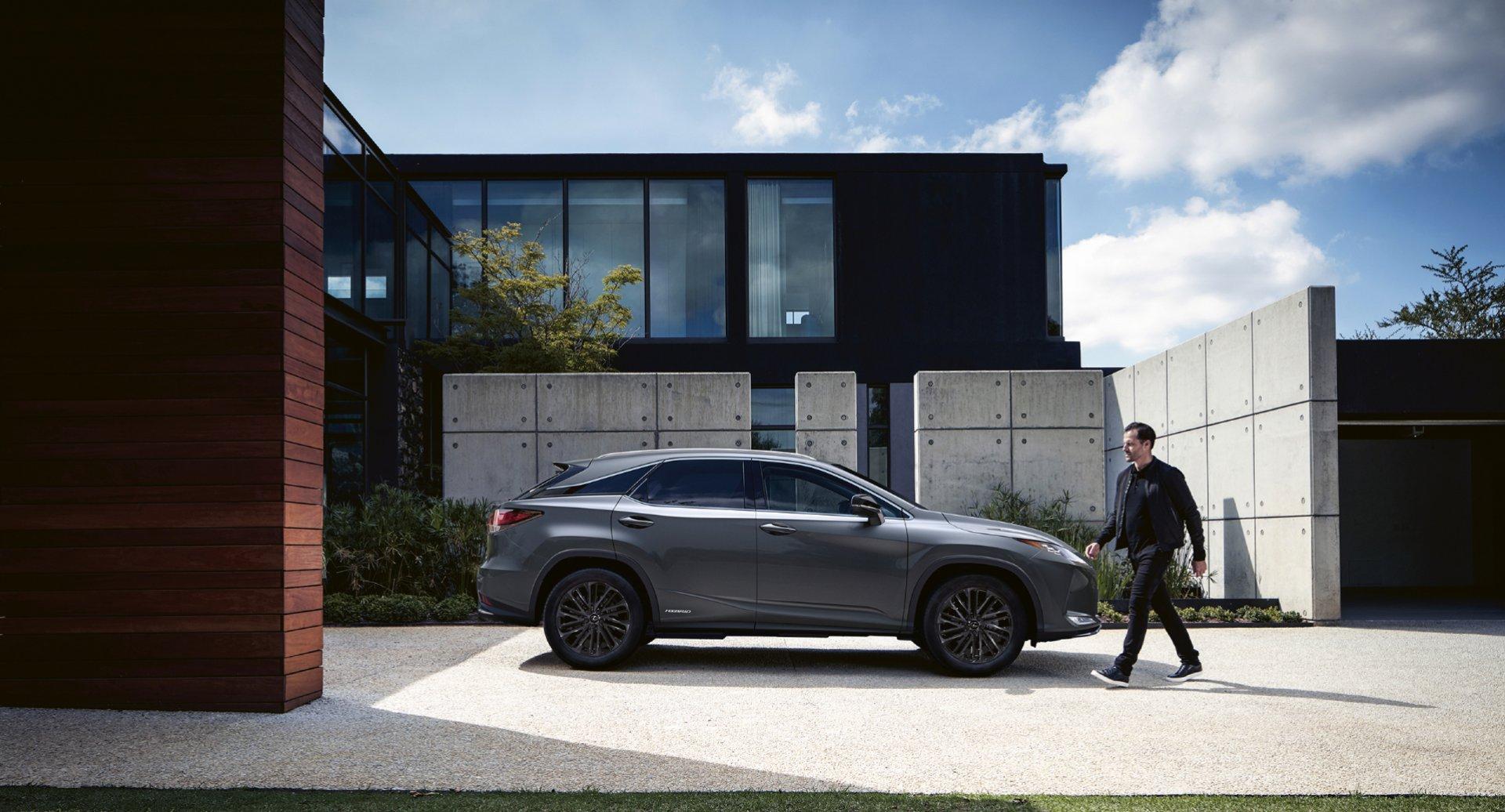 """""""Lexus RX"""" naujieji """"Sport Edition"""" įrangos stiliaus pokyčiai"""