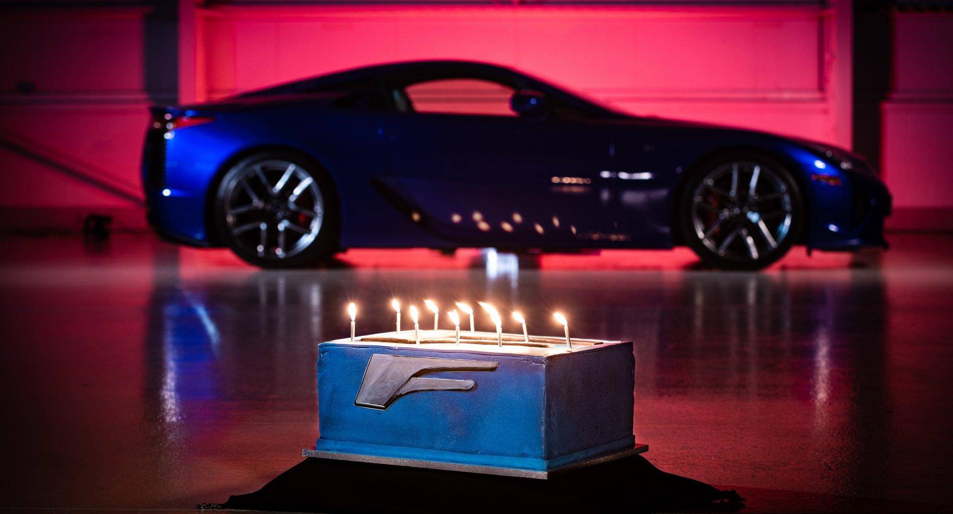 """""""Lexus LFA"""" švenčia 10 metų sukaktį"""