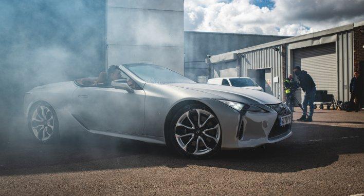 """Vairuojant šalčio sukaustytą """"Lexus LC"""" kabrioletą"""